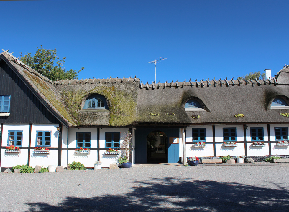 isit the idyllic inn, which is situated in the centre of the village Reersø