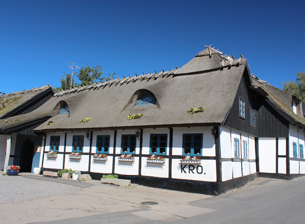 The inn in Reersø has been established in a very well-maintained half-timbered and thatched house
