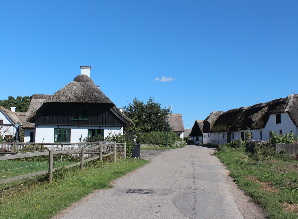 The village Reersø is characterized by its many idyllic houses with thatched roofs