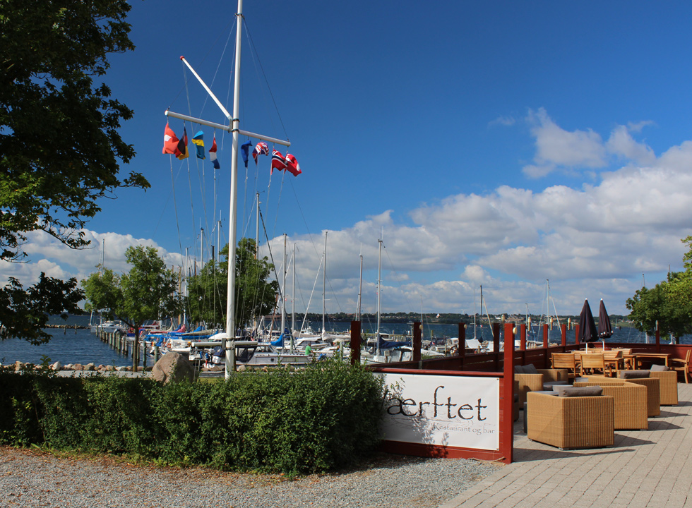 Cosy eatery with a good view in the marina of Rendbjerg