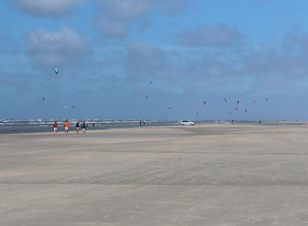 Kite surfers will find good conditions on the beach of Lakolk