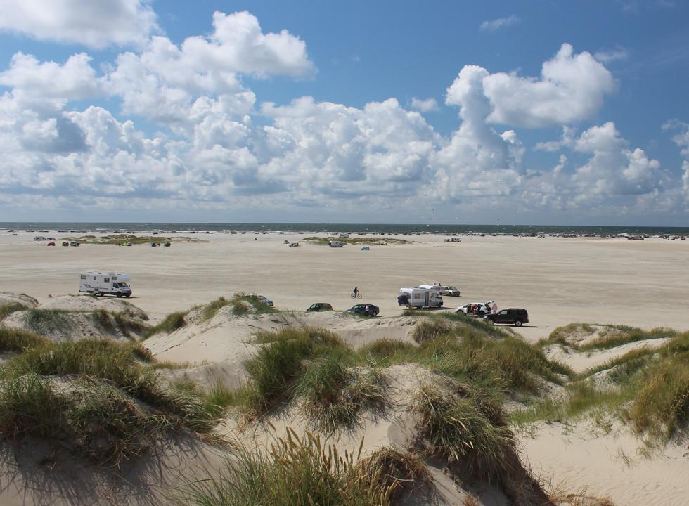 The wide sandy beach with dunes in Lakolk is located just 5 km from your holiday home in  Toftum