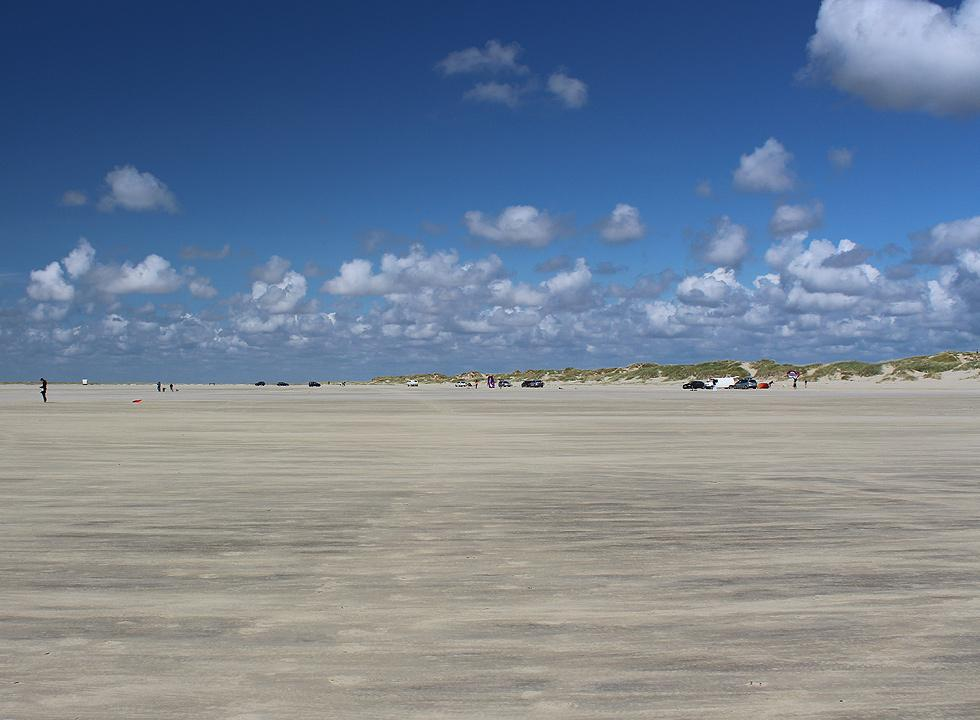 11 km from Rømø, Vesterhede you will find the very wide beach of Lakolk, which is suitable for all kinds of beach activities