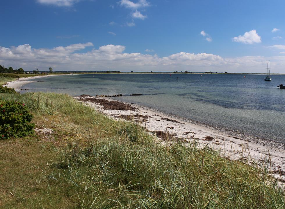 The bathing water by the beach in Rørvig is shallow, clear and child-friendly