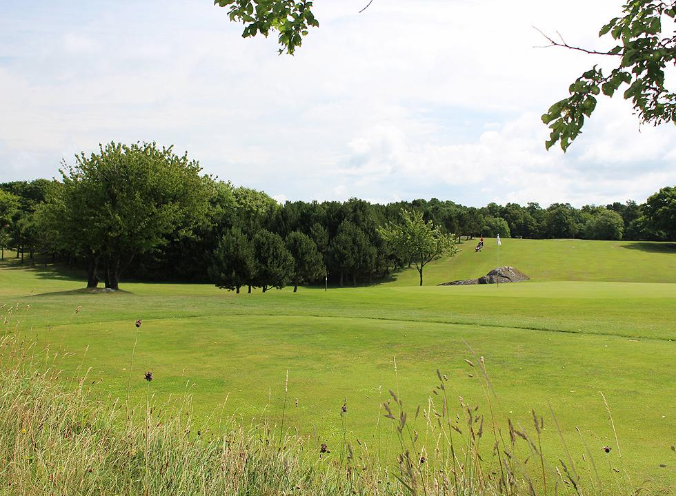 Golfers can test the scenic course at Nordbornholms Golfklub, right next to Rutsker Højlyng