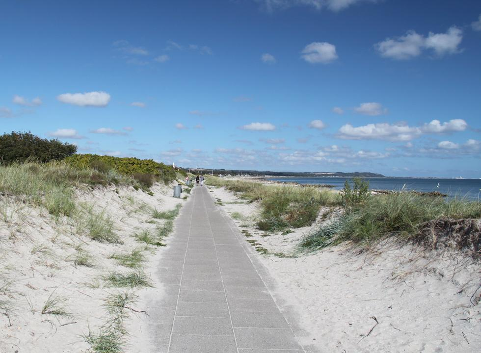 A beach promenade stretches all the way along the beach in Sæby