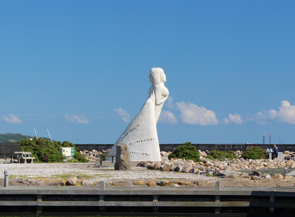 The 7 metres high figurehead, Fruen fra Havet, in the marina of Sæby has two expressions, depending on the side, from which you see her