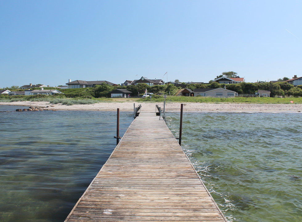 View towards the beach and the holiday homes from the bathing jetty in Sandager Næs
