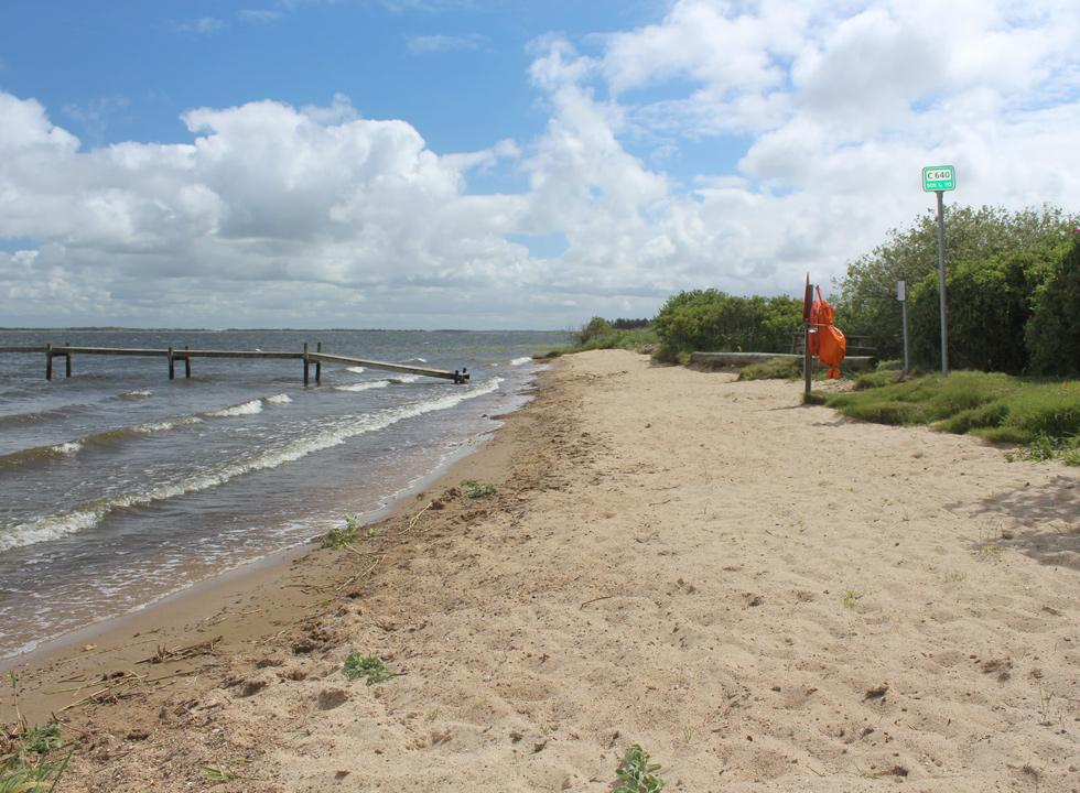 The small child-friendly and sandy beach in Sdr. Nissum is located close to the holiday homes