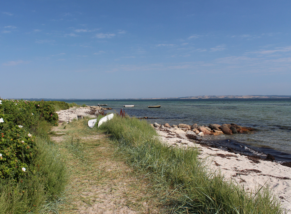 Path along the shore in Skæring with a view of the bay Århusbugten
