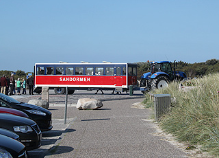 The vehicle Sandormen, which drives guests from the car park to the tip of Grenen