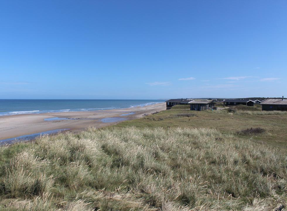 The holiday homes are situated close to the slope and the North Sea in Skallerup