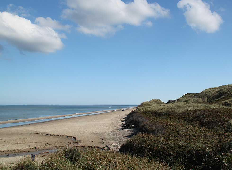 The wide beach with bunkers in the dunes in Skiveren