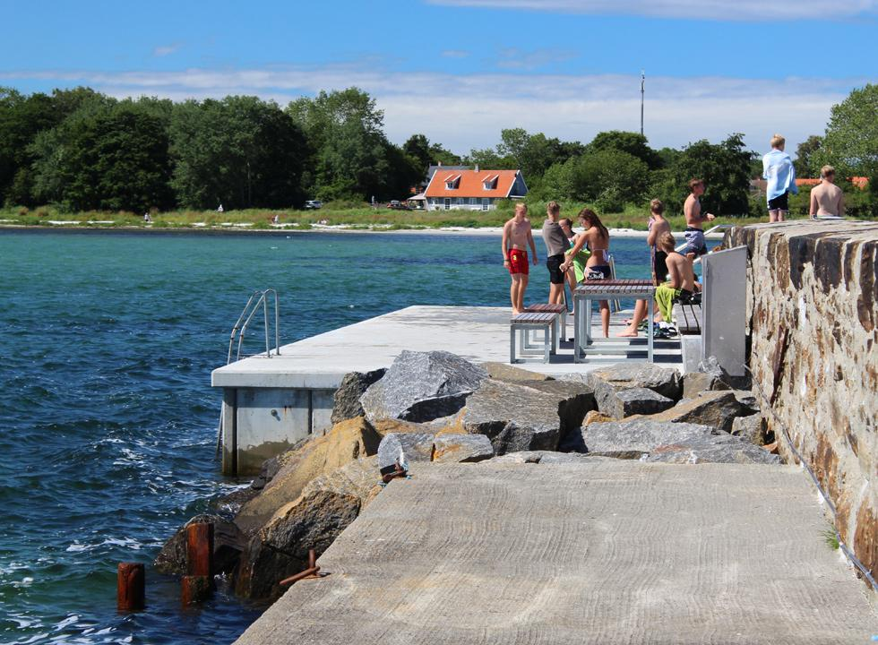 Sea bath by the slightly deeper water at the end of the pier in Snogebæk