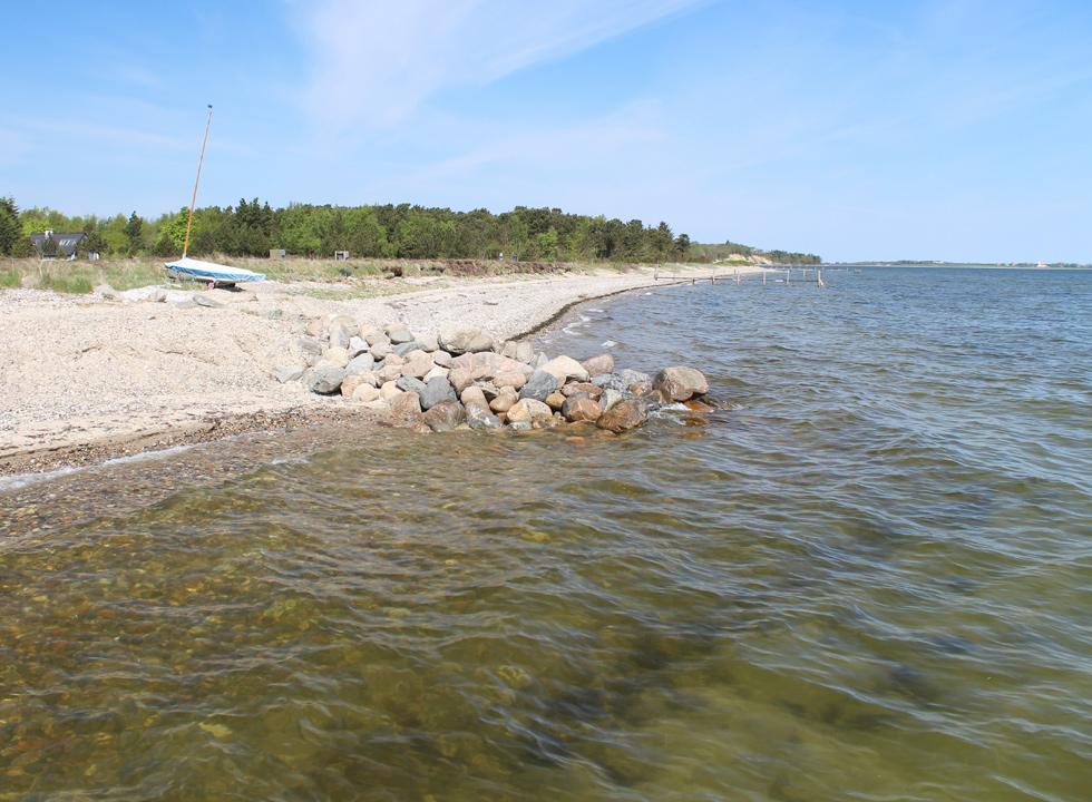 View along the shore in Søndbjerg Strand from one of the bathing jetties