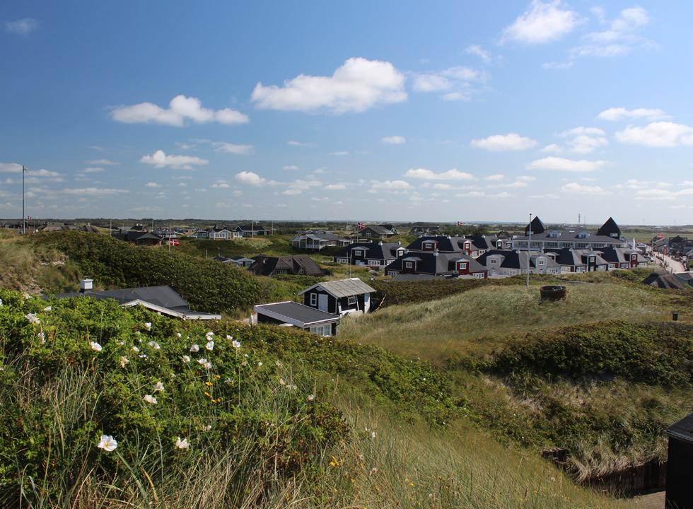 Many of the holiday homes in Sondervig are located right behind the beach and the dunes