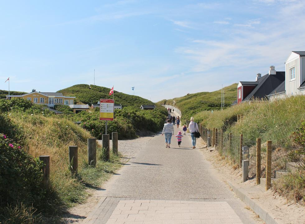 The path, which leads from the centre of Sondervig to the beach