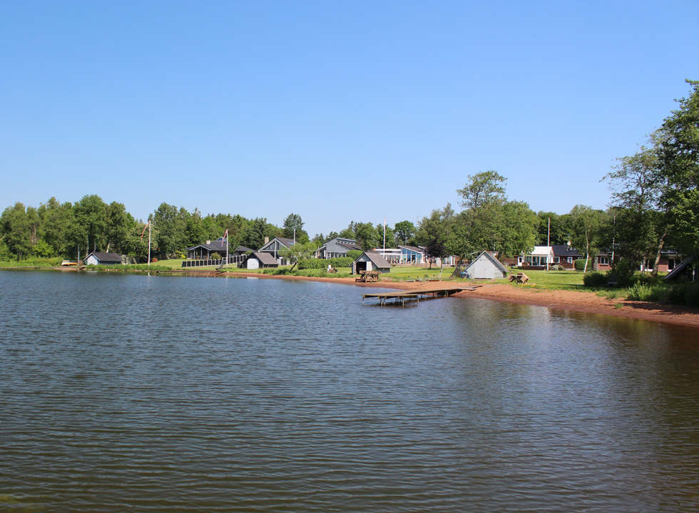 Well situated holiday homes in scenic surroundings by the lake Sunds Sø