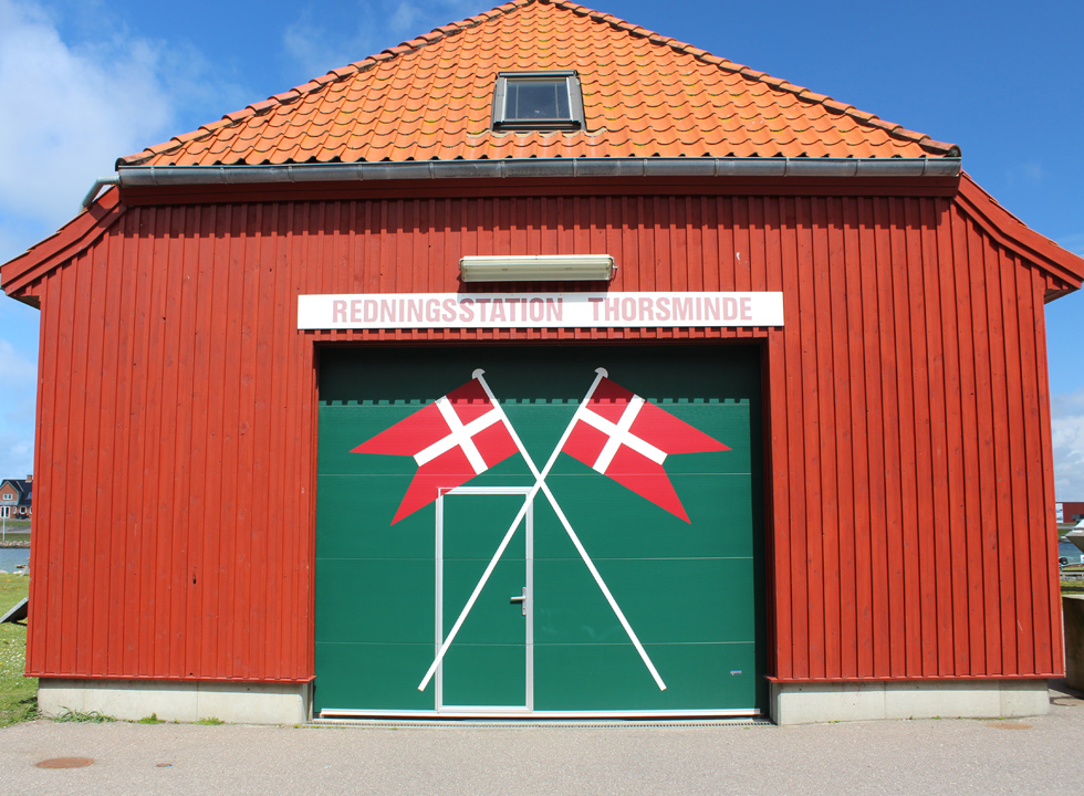 The rescue house of Thorsminde is situated by the harbour and the inlet Nissum Fjord