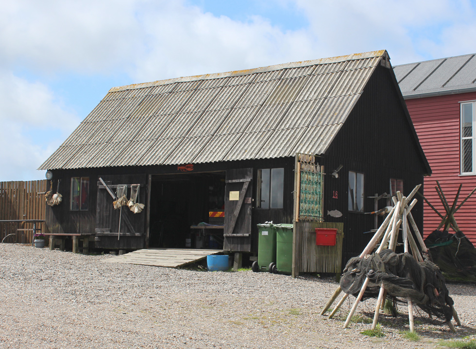 Experience an old fishing cabin with fishing net, dried fish and much more by the inlet Nissum fjord in Thorsminde