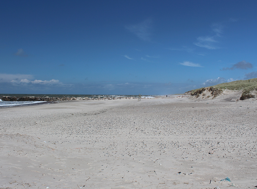 The beach stretches as far as the eye can see towards north from Thorsminde