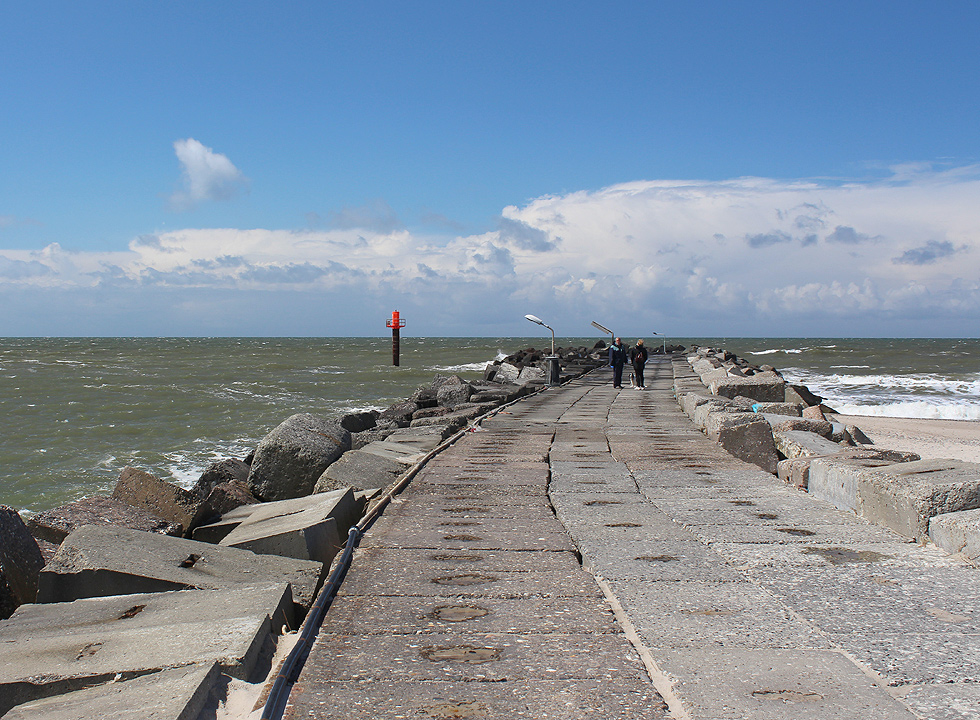 The long pier in Thorsminde is situated right next to the sandy beach