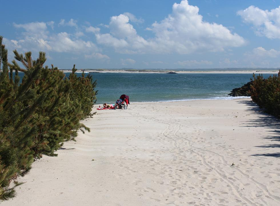 Enjoy the white sand and the tranquil water by the town beach in Thyborøn