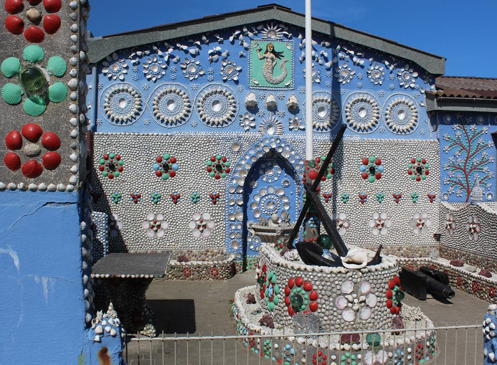 The shell house, Sneglehuset, in Thyborøn is decorated with shells in all shapes and colours - inside as well as outside