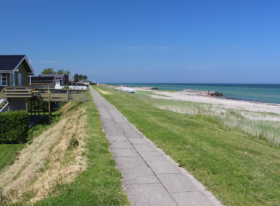 Holiday homes with view of and direct access to the bathing beach in Tørresø