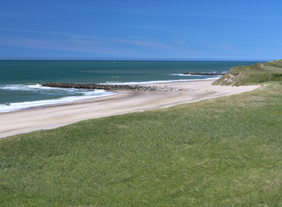 Trans offers a lovely wide and sandy beach with dunes and breakwater