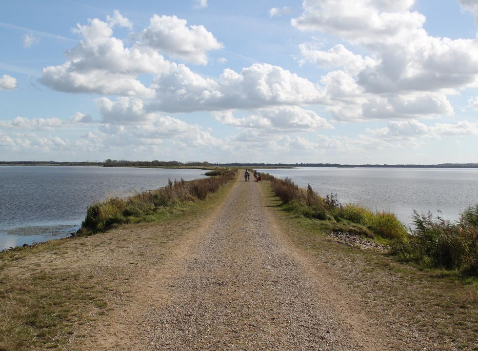 Dike, which leads across the lake Filso, near Vejers