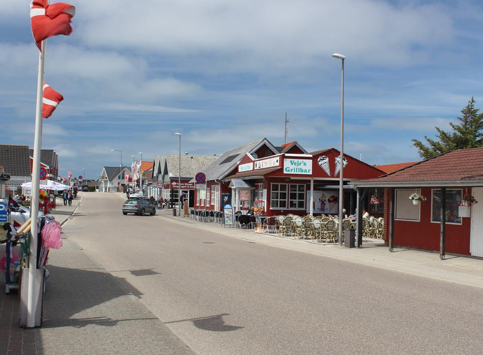 The cosy holiday town Vejers with shops and eateries right behind the beach and the holiday home area
