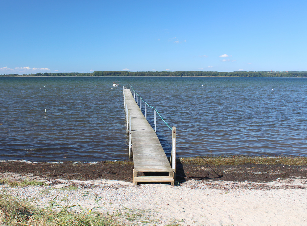 The bathing jetty by the beach in the holiday home area Vemmenæs