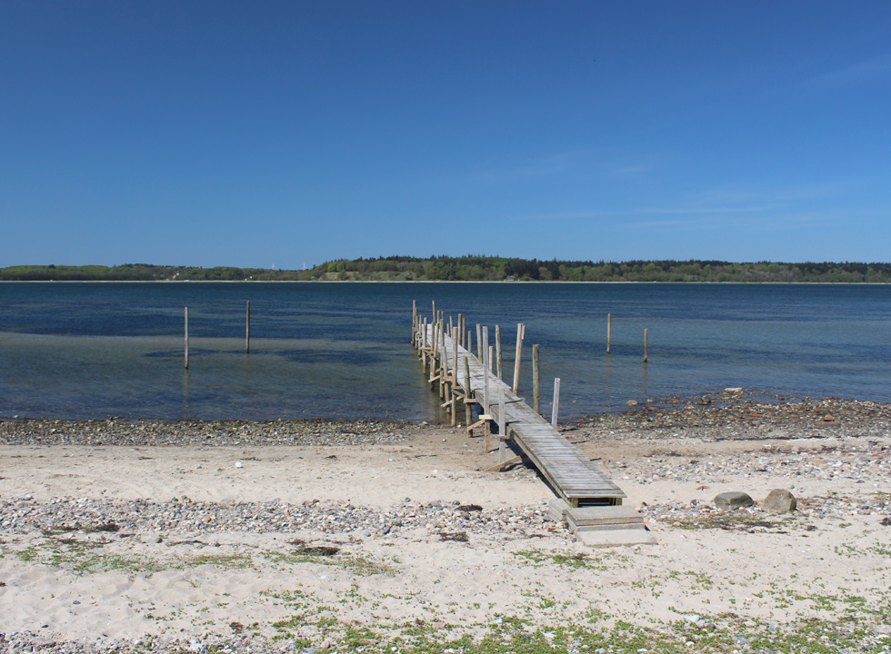 Bathing beach with a bathing jetty and clear bathing water in the holiday home area Vile