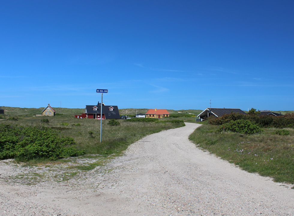The holiday homes in Vrist are located on large nature sites, right behind the beach
