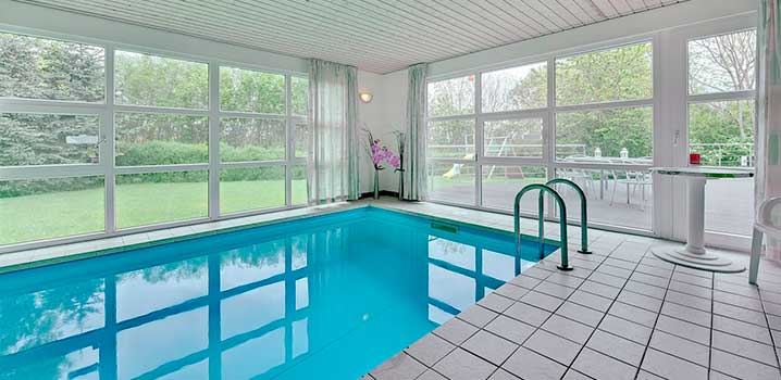 ferienh user mit eigenem swimmingpool in d nemark mieten. Black Bedroom Furniture Sets. Home Design Ideas