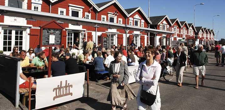 Mange mennesker i Skagens midtby om sommeren