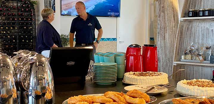 Der blev disket op med hjemmebagt kringle, wienerbrød, brødtort og kaffe, da Sol og Strand Rømø torsdag slog dørene op til deres nye kontor i Ballum