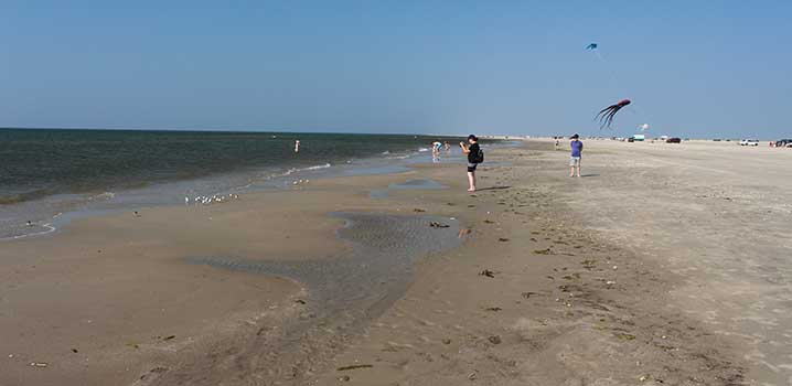 Enjoy the wide beach at Fanø during your holiday on the island in the Northern Sea